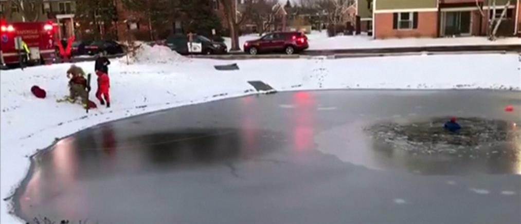 Δραματική διάσωση παιδιού από πάγο (βίντεο)