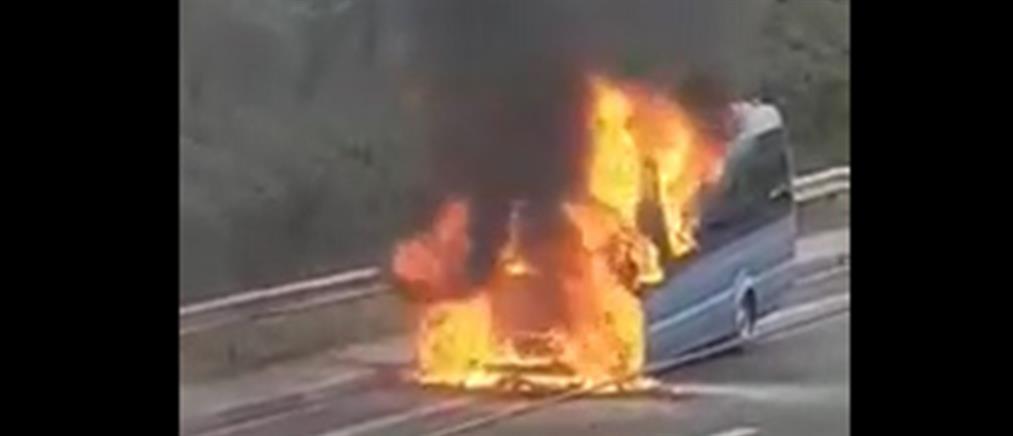 Στις φλόγες όχημα στην Αττική Οδό (εικόνες)