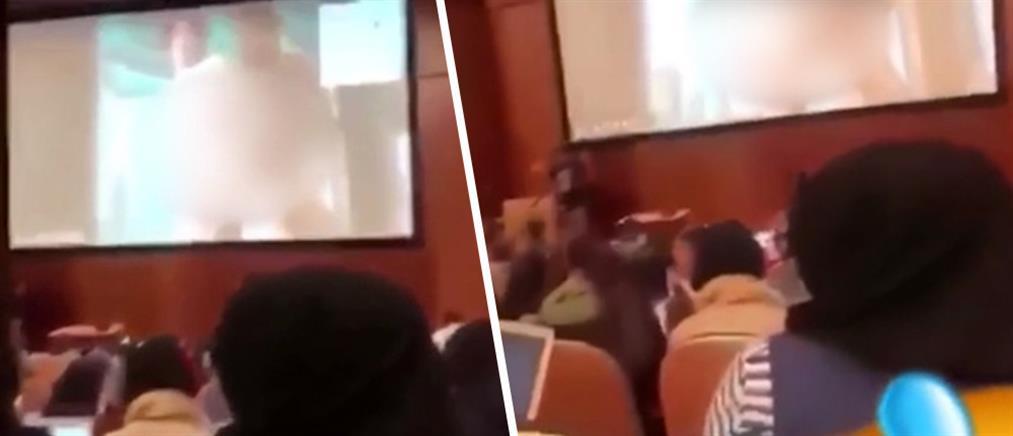 Επική γκάφα: καθηγητής αντί για εργασία έδειξε ...πορνό στους φοιτητές του (βίντεο)