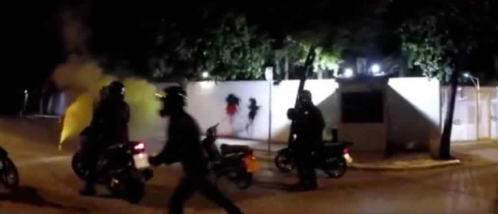 """Καρέ-καρέ η επίθεση του """"Ρουβίκωνα"""" στην κατοικία του Αμερικανού Πρέσβη (βίντεο)"""