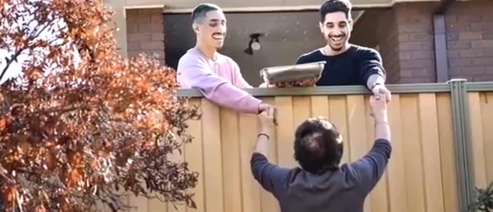 """Η viral """"yiayianextdoor"""" στον ΑΝΤ1: τι λέει για την σχέση με τα ορφανά αγόρια της """"διπλανής πόρτας"""" (βίντεο)"""