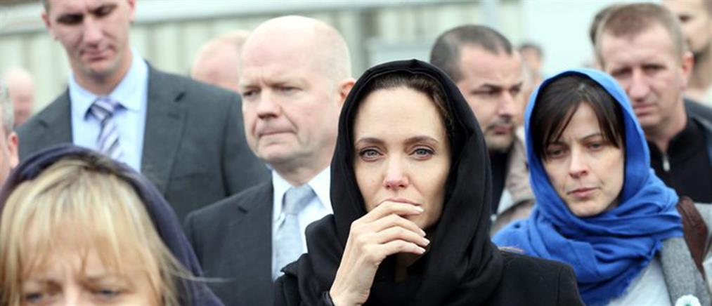 Η Αντζελίνα Τζολί δάκρυσε κατά την επίσκεψή της στη Σρεμπρένιτσα