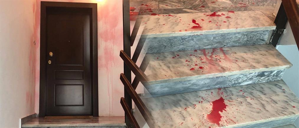Σταύρος Κελέτσης: Επίθεση στο σπίτι του βουλευτή (εικόνες)