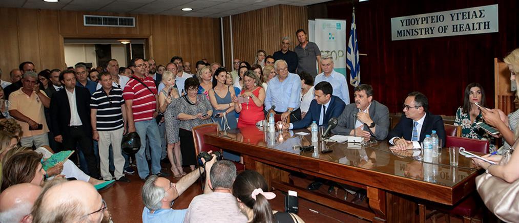 """Υπουργείο Υγείας: Ο Κικίλιας πήρε την """"σκυτάλη"""" από τον Ξανθό, απών ο Πολάκης (εικόνες)"""