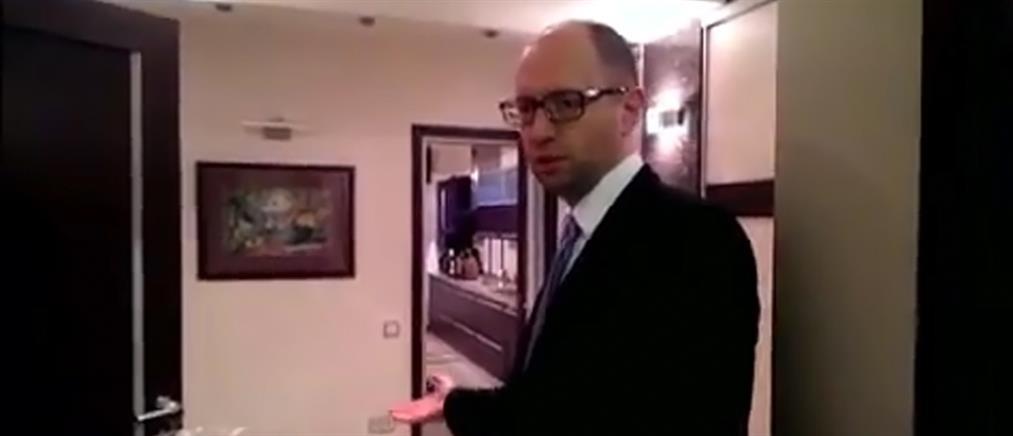 Ο Γιατσένιουκ μας… ξεναγεί στο σπίτι του