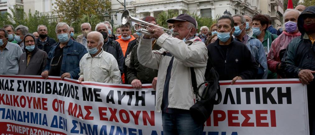 Ασφαλιστικό: πορεία συνταξιούχων στην Αθήνα (εικόνες)