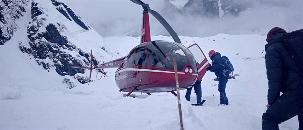 Πεζοπόροι παρασύρθηκαν από χιονοστιβάδα (βίντεο)