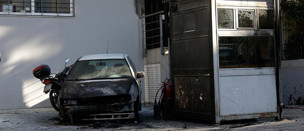 Καταδρομική επίθεση με μολότοφ στο Αστυνομικό Τμήμα Πεύκης