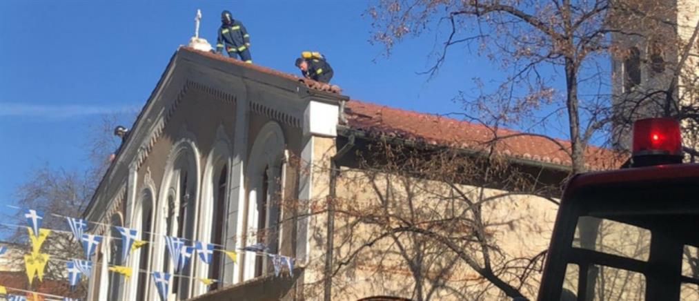 Φωτιά σε εκκλησία του Αγίου Νικολάου (βίντεο)