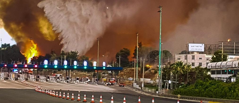 Φωτιά στην Βαρυμπόμπη: στα διόδια Αφιδνών έφτασαν οι φλόγες (εικόνες)