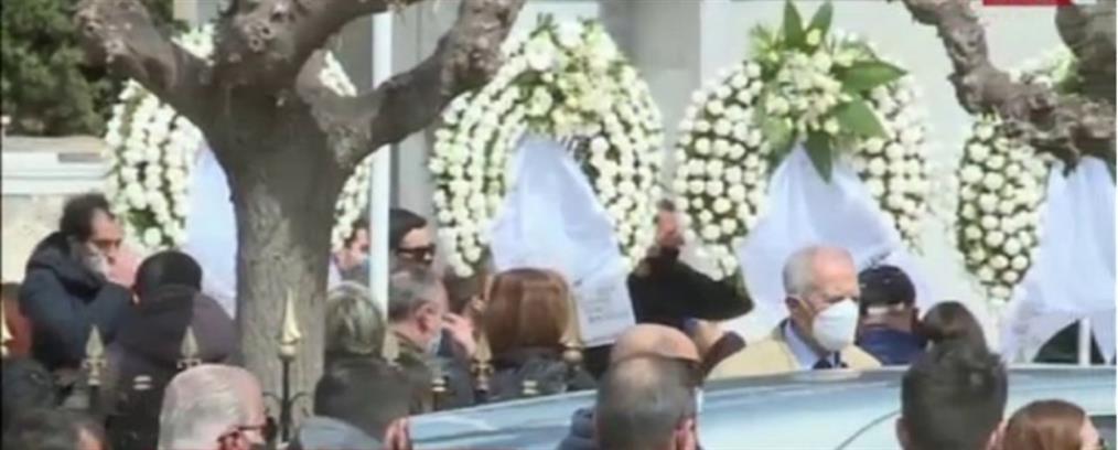 Τροχαίο στην Βουλή: Θρήνος στην κηδεία του Ιάσονα