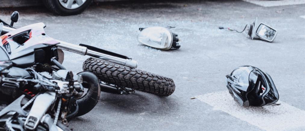 Μοτοσικλέτα παρέσυρε πεζό και συγκρούσθηκε με αυτοκίνητο
