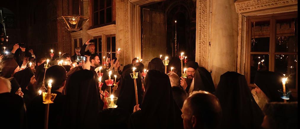 Πλήθος πιστών στην Ανάσταση στην Ιερά Μονή Βατοπαιδίου (εικόνες)