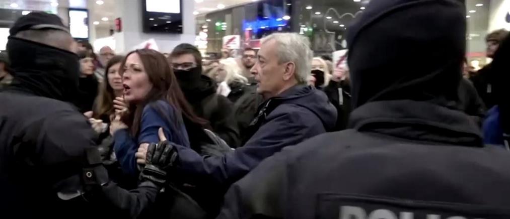 Διαδήλωση για την Καταλονία σε σιδηροδρομικό σταθμό (βίντεο)