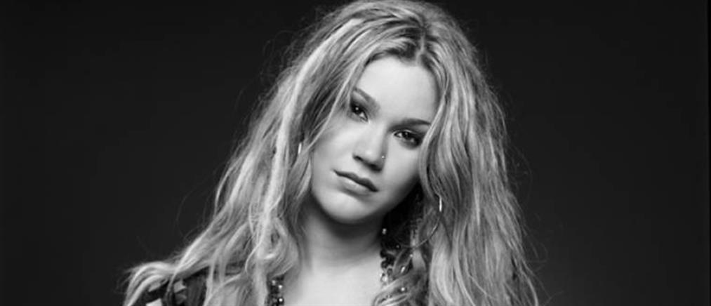 Διάσημη Βρετανίδα τραγουδίστρια απελάθηκε από το Ιράν