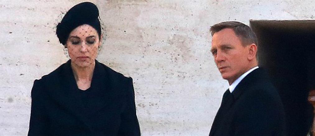 Η Μόνικα Μπελούτσι σέξι χήρα στον Τζέιμς Μποντ