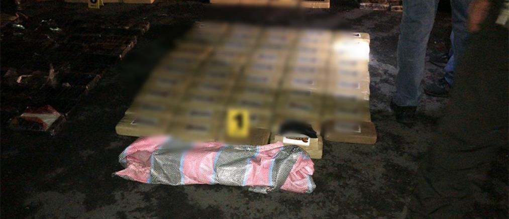 """Κοκαΐνη 400 κιλών """"έκρυβε"""" αεροσκάφος (εικόνες)"""