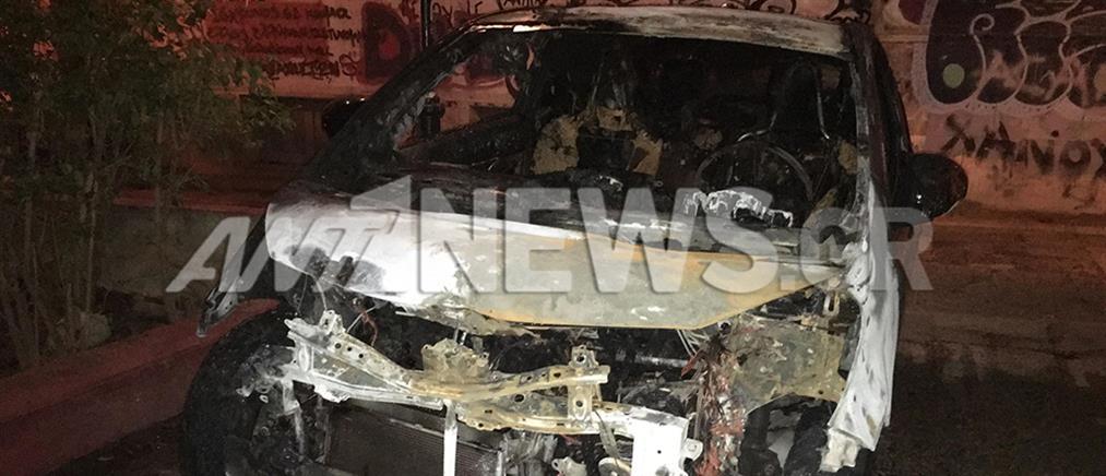 Έκαψαν αυτοκίνητο στην Κυψέλη (εικόνες)