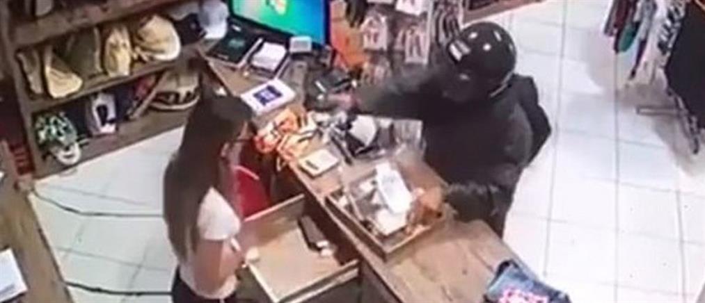 Βίντεο σοκ: κρανοφόρος πυροβολεί ταμία στο κεφάλι