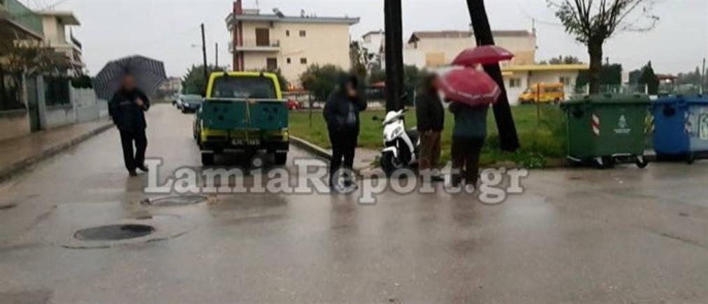 Οδηγός ετών 91 παρέσυρε μηχανάκι – Στο νοσοκομείο δύο κοπέλες (εικόνες)