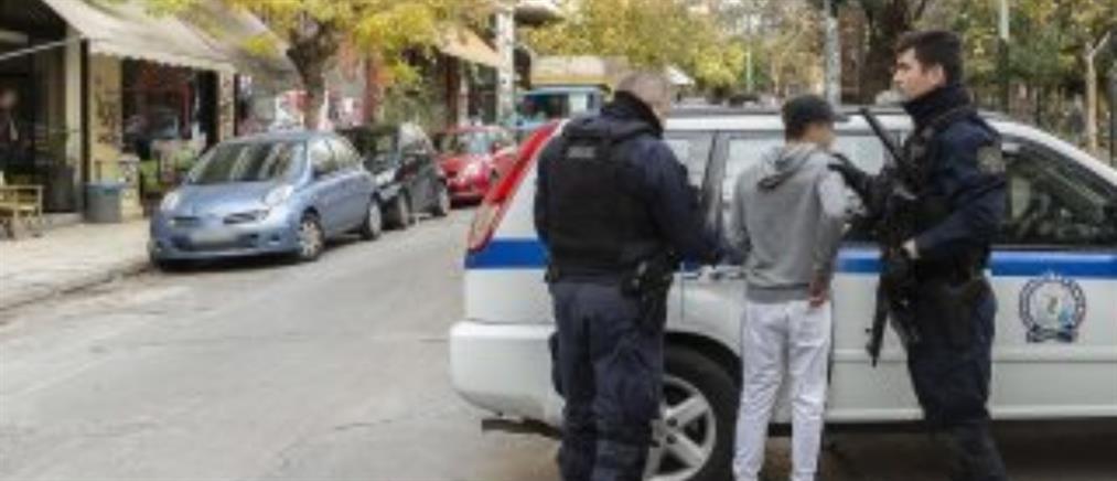 Δεκάδες συλλήψεις στα Εξάρχεια (εικόνες)