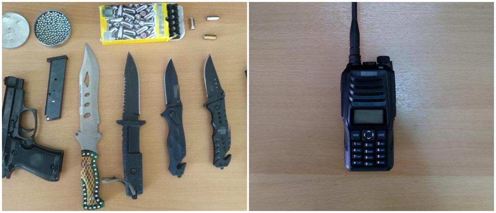 Είχε επάνω του όπλα, μαχαίρια και παράνομο ασύρματο (εικόνες)