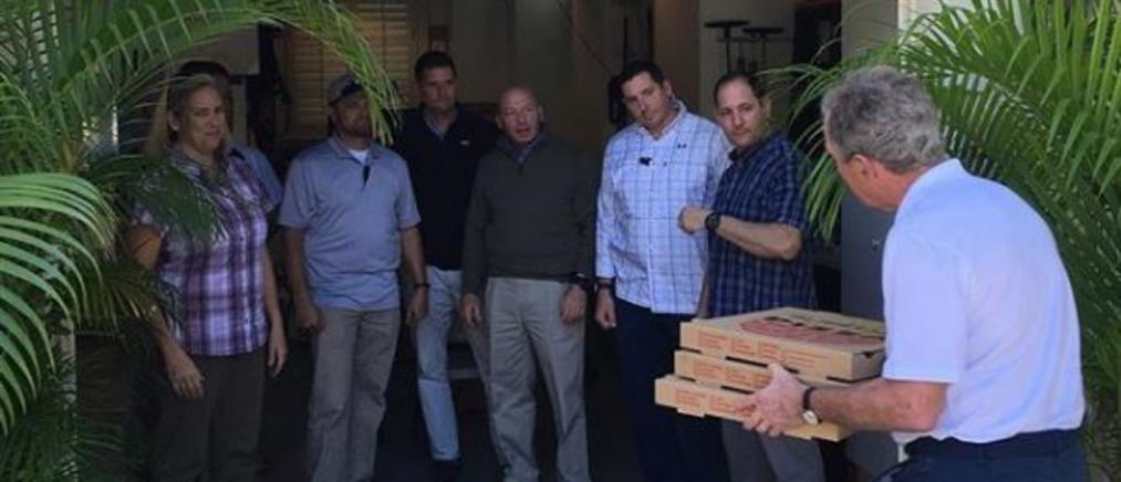 Πίτσες στους μυστικούς πράκτορες των ΗΠΑ πήγε ο Μπους (εικόνες)