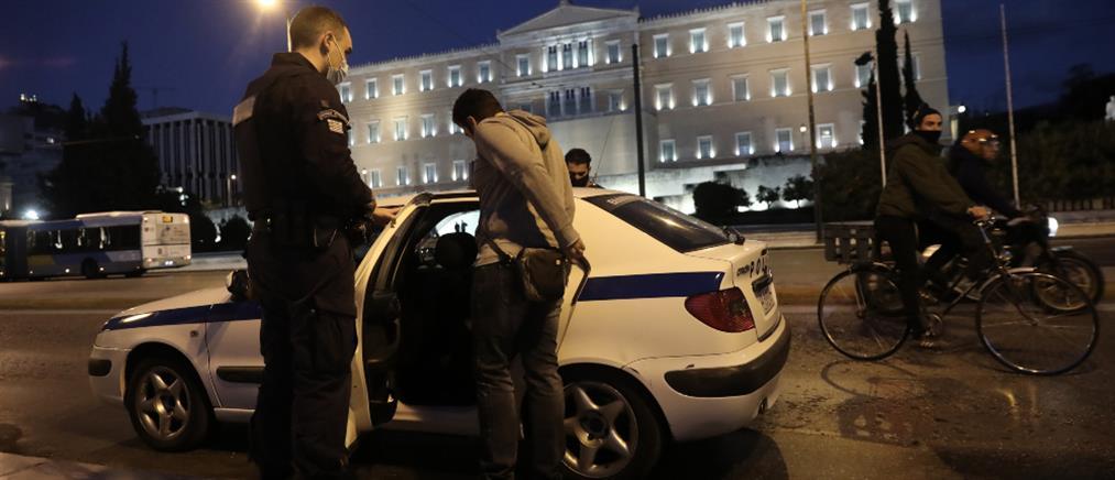 Lockdown: Προσαγωγές αρνητών στο Σύνταγμα (εικόνες)