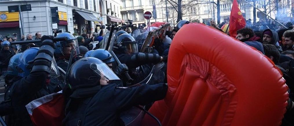 Συγκρούσεις αστυνομικών με διαδηλωτές στο Μιλάνο (βίντεο)