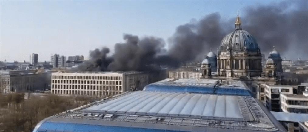 Πυρκαγιά στο Ανάκτορο του Βερολίνου (εικόνες)
