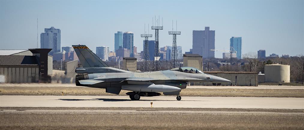 Tο πρώτο ελληνικό F-16 Viper έφτασε στο Τέξας (εικόνες)