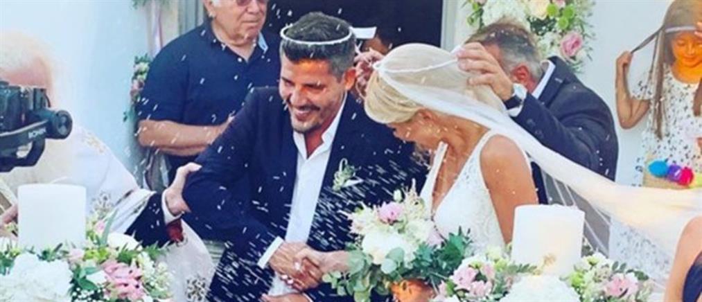 Νίκος Μάρκογλου - Μαρία Φραγκάκη: γάμος σε γραφικό εξωκκλήσι στην Πάρο (εικόνες)