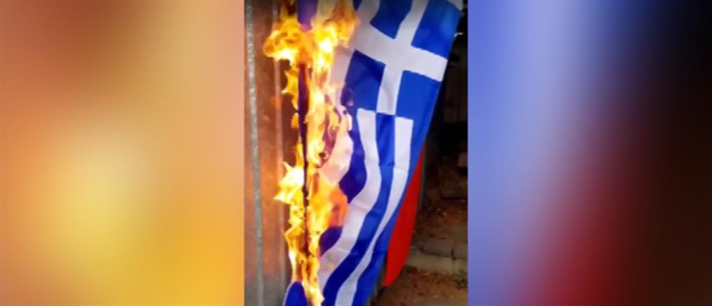 Τούρκοι έκαψαν ελληνική σημαία για συμπαράσταση στους Σκοπιανούς (βίντεο)