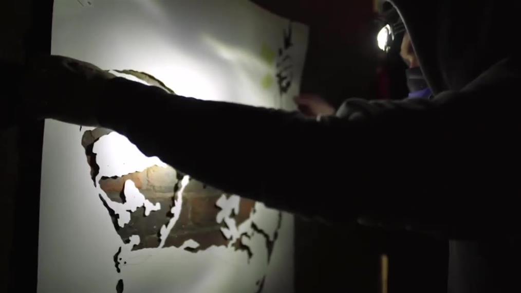 Banksy: Πως έφτιαξε το έργο τουστον τοίχο της φυλακής του Ρέντινγκ