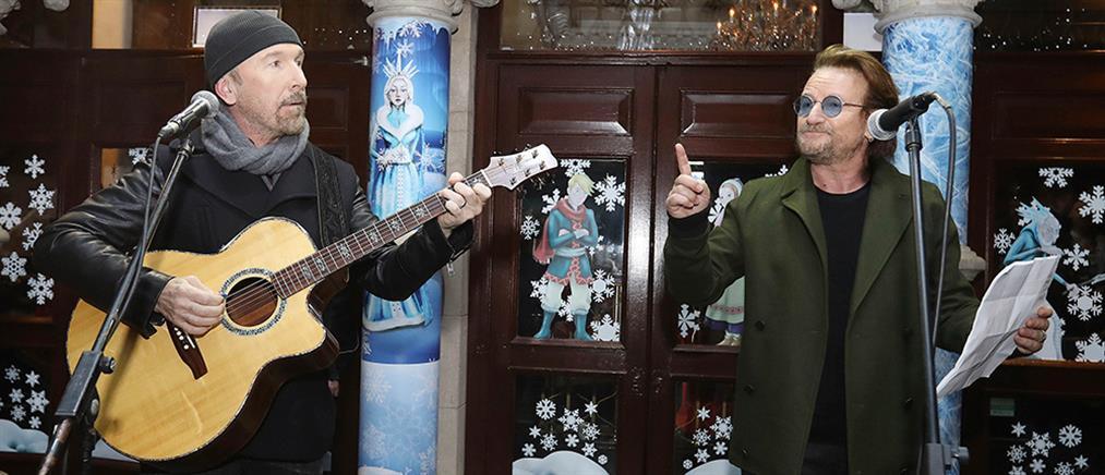 Οι U2 τραγούδησαν για τους άστεγους