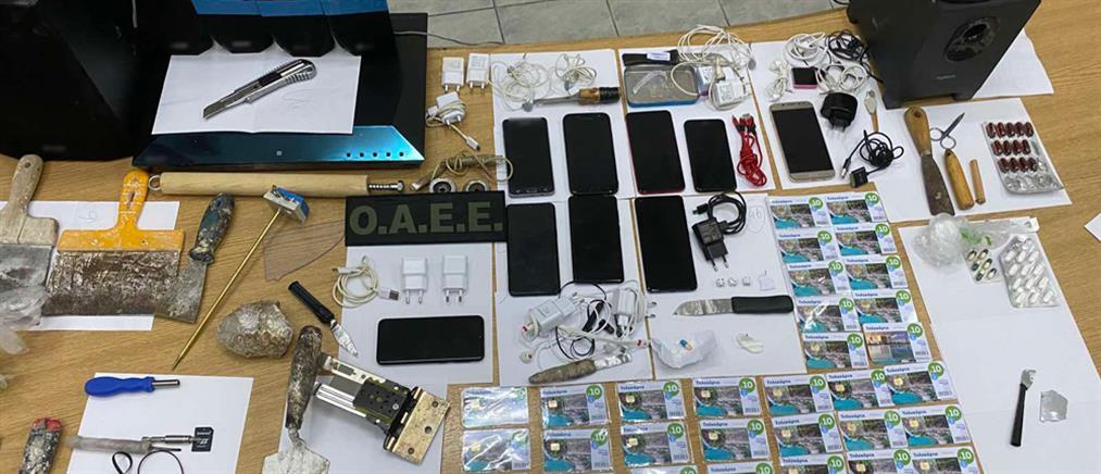 Κορυδαλλός: μαχαίρια, subwoofer, κινητά και… μυστρί σε κελιά (εικόνες)