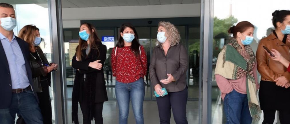 """""""Ευχηθείτε μας καλή τύχη"""" - Εθελόντριες νοσηλεύτριες από την Κρήτη στην Θεσσαλονίκη (βίντεο)"""