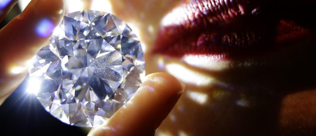 Σε δημοπρασία το πιο σπάνιο λευκό διαμάντι (βίντεο)