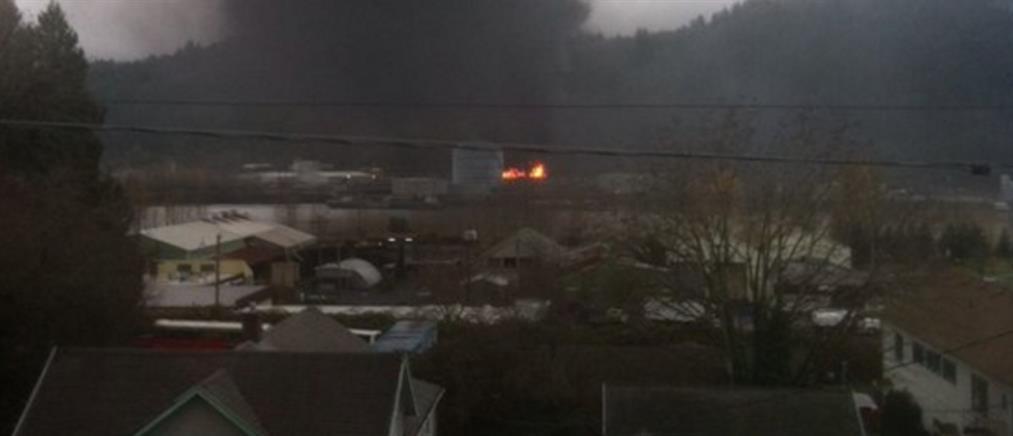 Σύγκρουση τρένου με φορτηγό προκάλεσε φωτιά (φωτο)