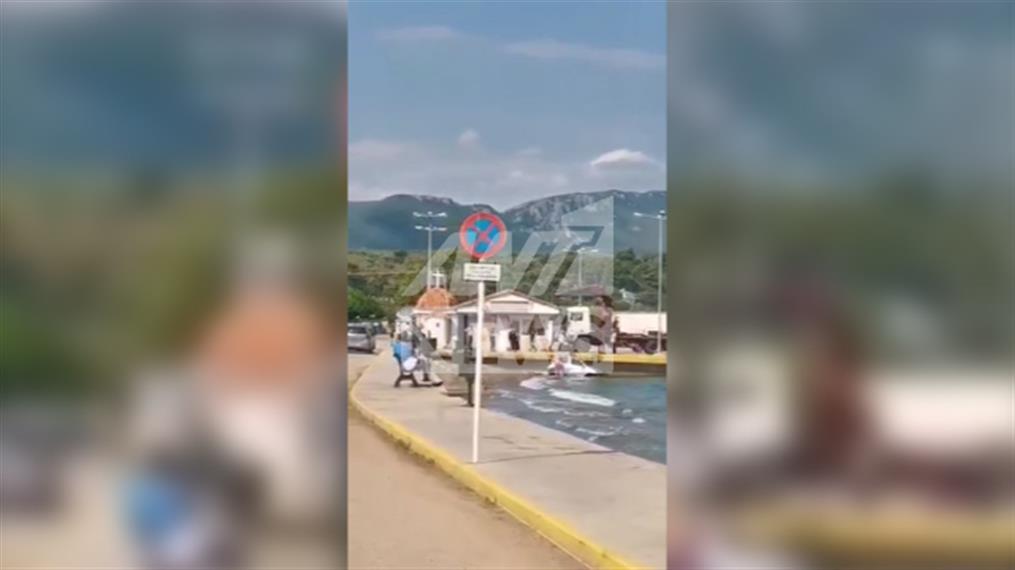 Αυτοκίνητο «έκανε βουτιά» στο λιμάνι της Αρκίτσας
