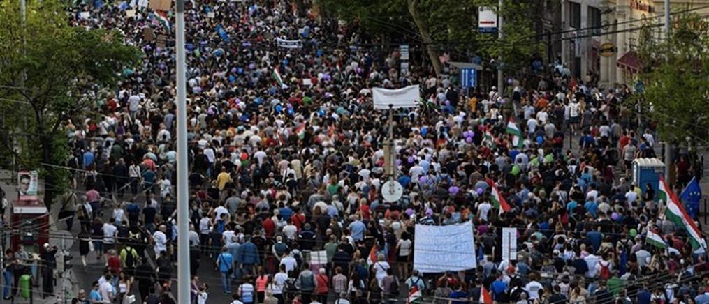 Στους δρόμους οι Ούγγροι κατά του ελέγχου των ΜΜΕ από την Κυβέρνηση