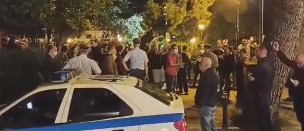 Ένταση στην Αγία Παρασκευή: Αντιπαράθεση αστυνομικών με νεαρούς (βίντεο)