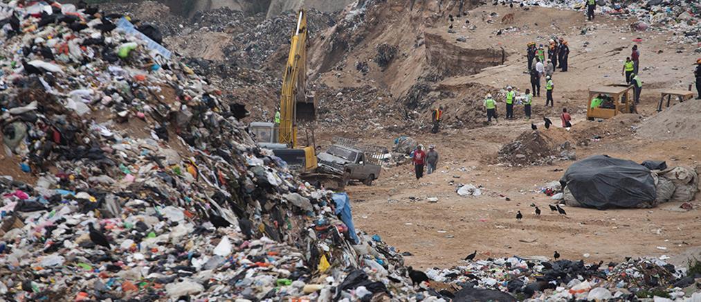 Νεκροί και δεκάδες αγνοούμενοι από κατάρρευση σκουπιδότοπου (βίντεο)