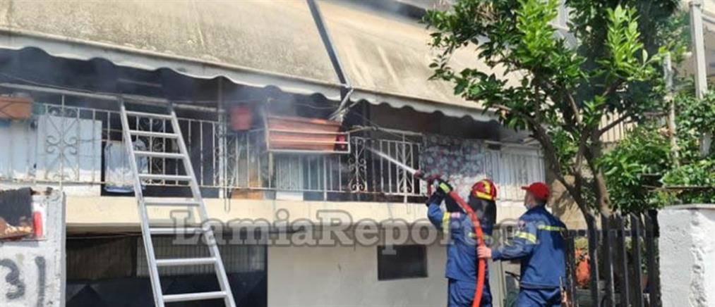 Λαμία: περαστικός μπήκε στη φωτιά για να σώσει ηλικιωμένη (εικόνες)