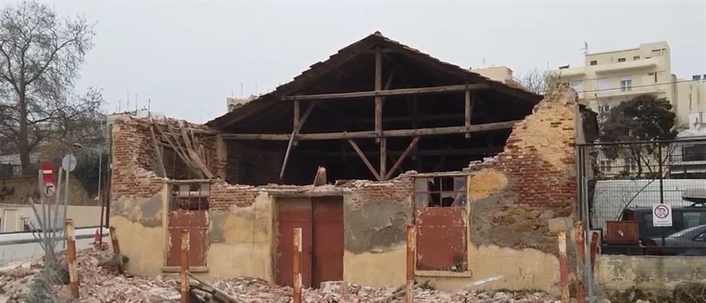 Κατέρρευσε αποθήκη του ΟΣΕ στην Αλεξανδρούπολη (βίντεο)