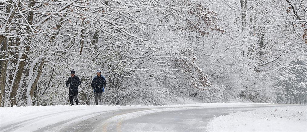 """Καιρός: ο """"Λέανδρος"""" φέρνει βροχές, χιόνια και τσουχτερό κρύο"""