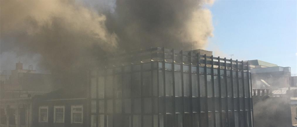 Μεγάλη πυρκαγιά σε πολυώροφο κτήριο στο Λονδίνο (βίντεο)