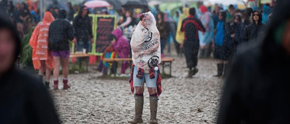 Ηλεκτρική καταιγίδα «χτύπησε» το ροκ φεστιβάλ του Glastonbury