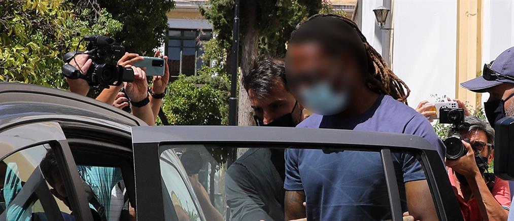 Δικηγόρος Σεμέδο στον ΑΝΤ1: την βίασε και του έστειλε μήνυμα να βγουν ξανά το επόμενο βράδυ;