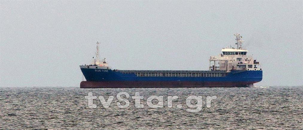 Σε καραντίνα πλοίο στον Κορινθιακό (βίντεο)